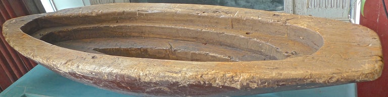 French XIX Hand Carved and Hand Painted Wood Canoe In Distressed Condition For Sale In Santa Monica, CA