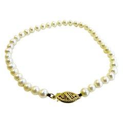 Fresh Water Pearl Whit 14 Karat Gold Brooch