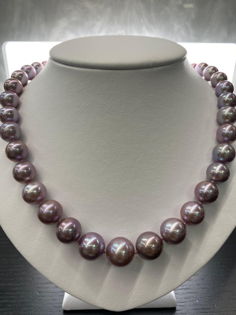 Freshwater Lavender Pearl Strand Necklace 14 Karat White Gold In New Condition For Sale In New York, NY