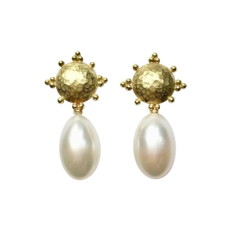 27ba2a325 Fresh Water Pearl 18 Carat Yellow Gold Earrings For Sale at 1stdibs