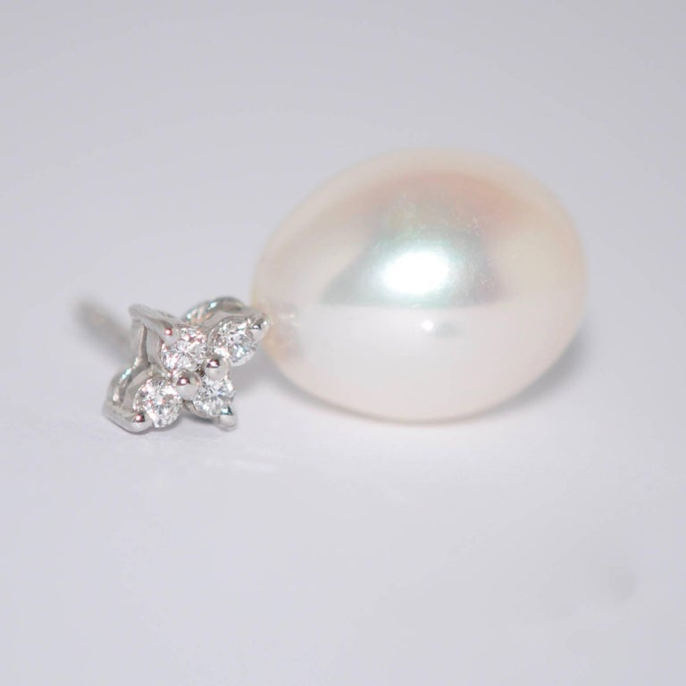 Freshwater Pearls and White Diamonds White Gold 18 Karat Drop Earrings For Sale 1