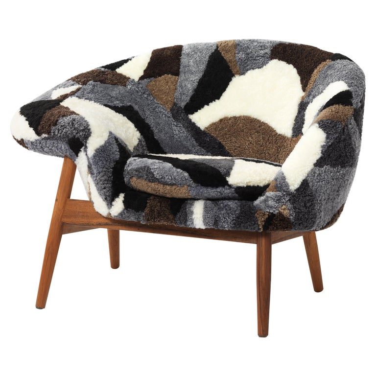 For Sale: Multi (Sheep Mix) Fried Egg Chair Sheep Chair, by Hans Olsen from Warm Nordic