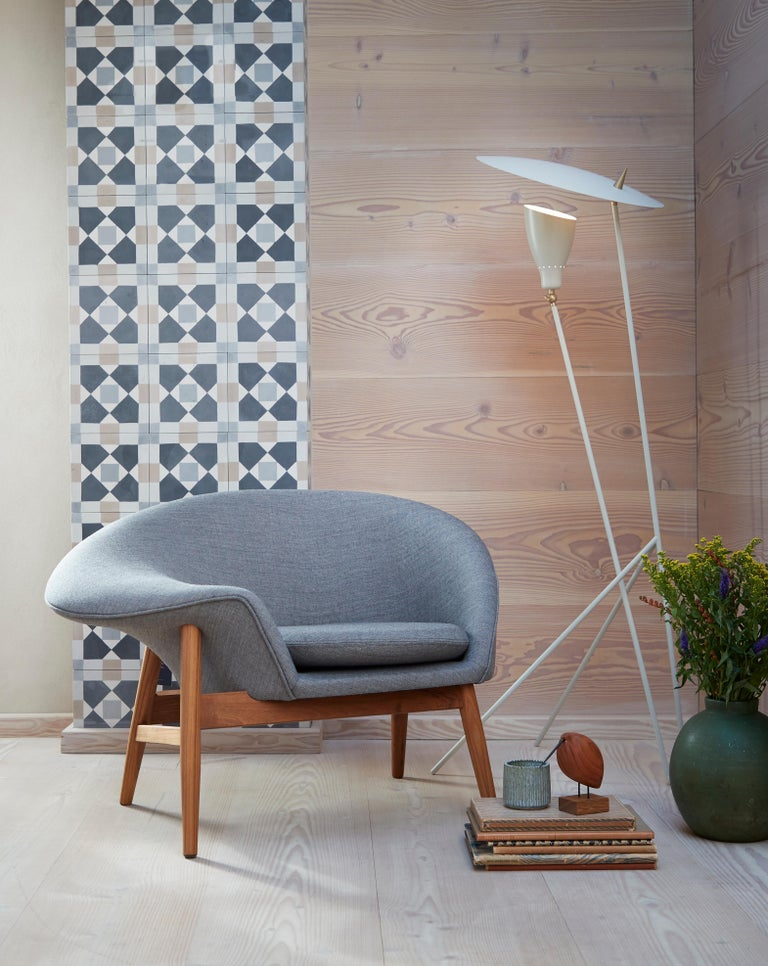 Fried Egg Monochrome Chair, by Hans Olsen from Warm Nordic For Sale 7