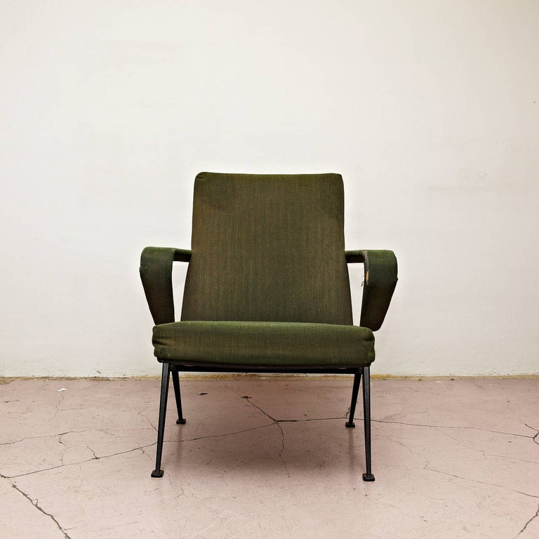Friso Kramer Mid-Century Modern Green Upholstered Repose Fauteuil, 1969 In Fair Condition For Sale In Barcelona, Barcelona