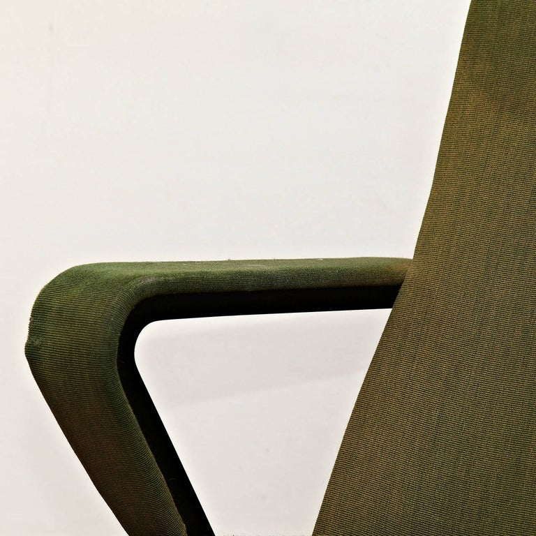 Metal Friso Kramer Mid-Century Modern Green Upholstered Repose Fauteuil, 1969 For Sale