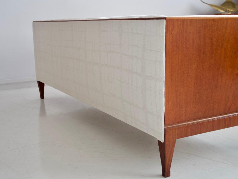 Frits Henningsen Mahogany Sofa with White Fabric Upholstery For Sale 4
