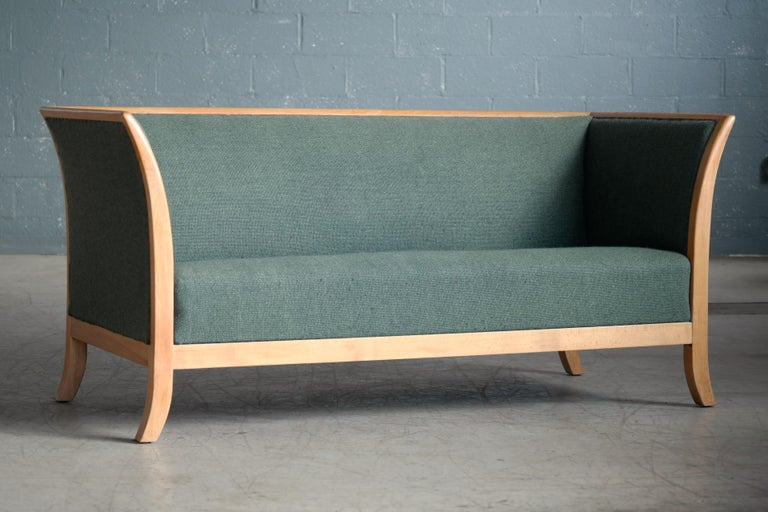Mid-20th Century Frits Henningsen Style Two-Seat Sofa in Oak by Søren Willadsen, Denmark, 1940s For Sale