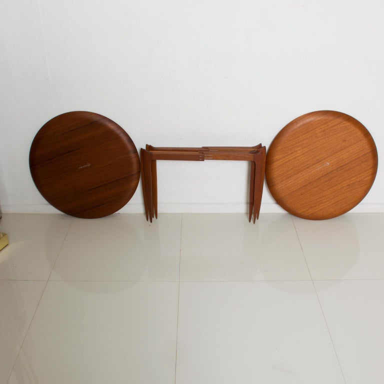 Fritz Hansenside folding tray table in teak round, Denmark, circa 1957. Model 4508 side table by Svend Åge Willumsen & H. Engholm for Fritz Hansen, 1950s Danish Mid-Century Modern Selling as a set of two Dimensions: 16 3/4