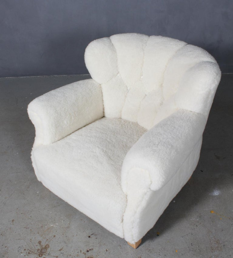 Fritz Hansen, lounge chair new upholstered with lambwool.  Legs of solid beech.  Model 1518B, made by Fritz Hansen in the 1940s.