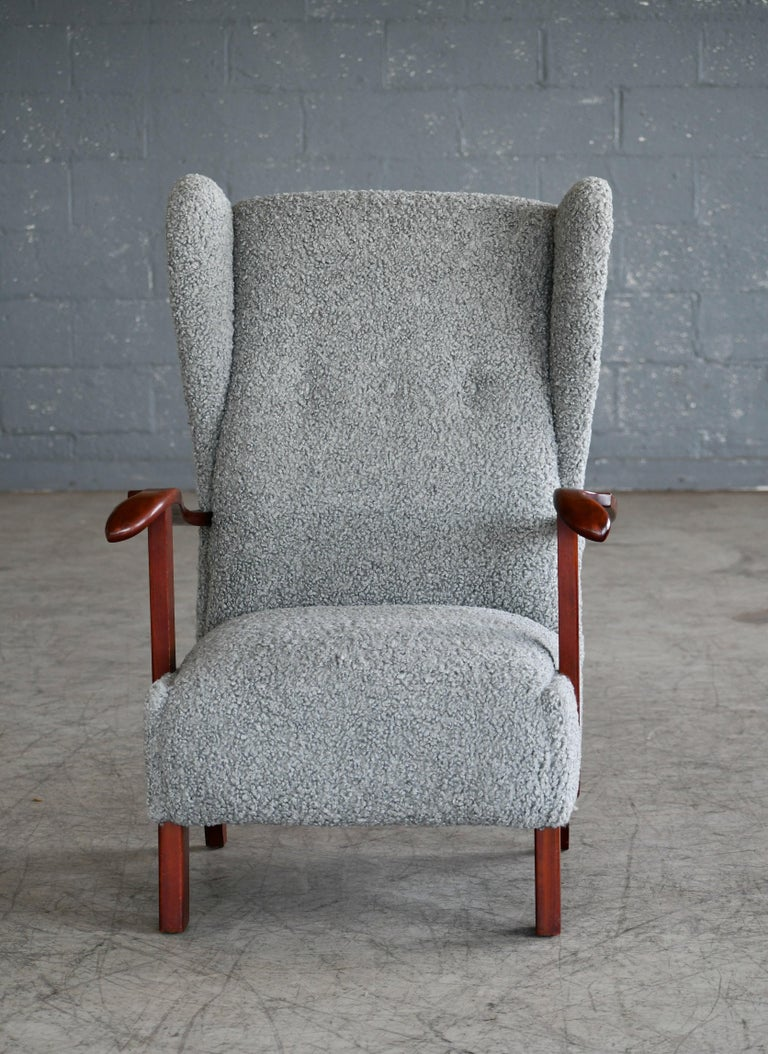 Fritz Hansen Model 1582 Wingback Lounge Chair in Grey Boucle Danish Midcentury In Good Condition In Bridgeport, CT