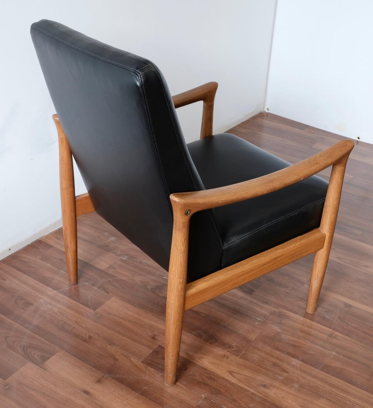 Mid-20th Century Fritz Hansen Oak Armchair with Black Leather For Sale