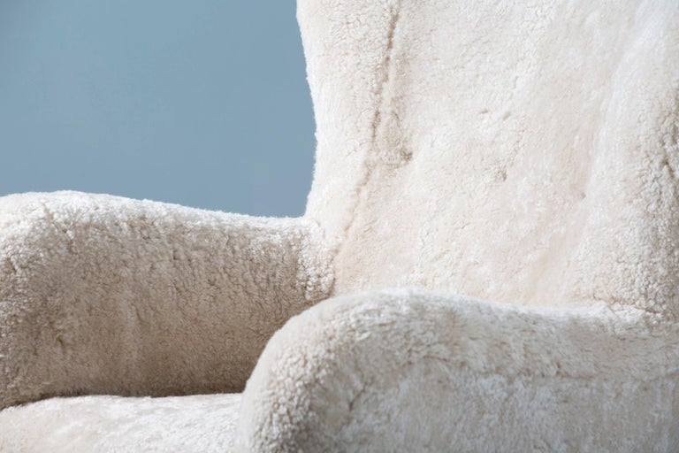 Fritz Hansen Style 1940s Sheepskin Wing Chairs In Excellent Condition For Sale In London, GB