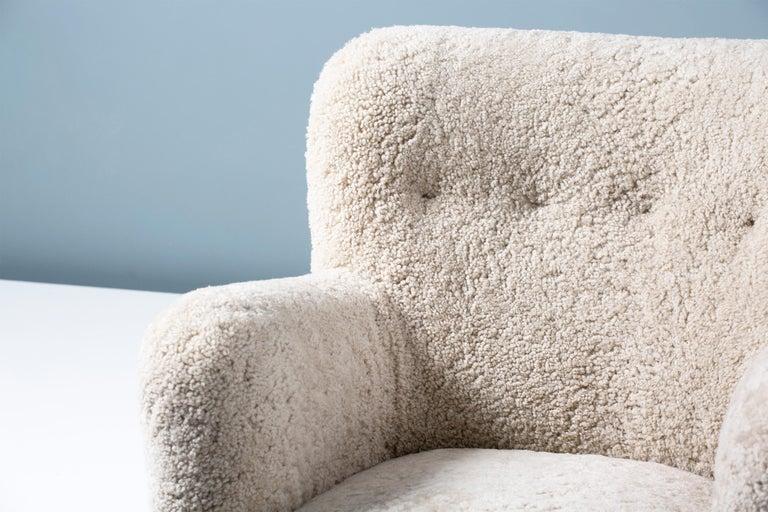 Fritz Hansen-Style 1950s Sheepskin Armchair In Excellent Condition In London, GB