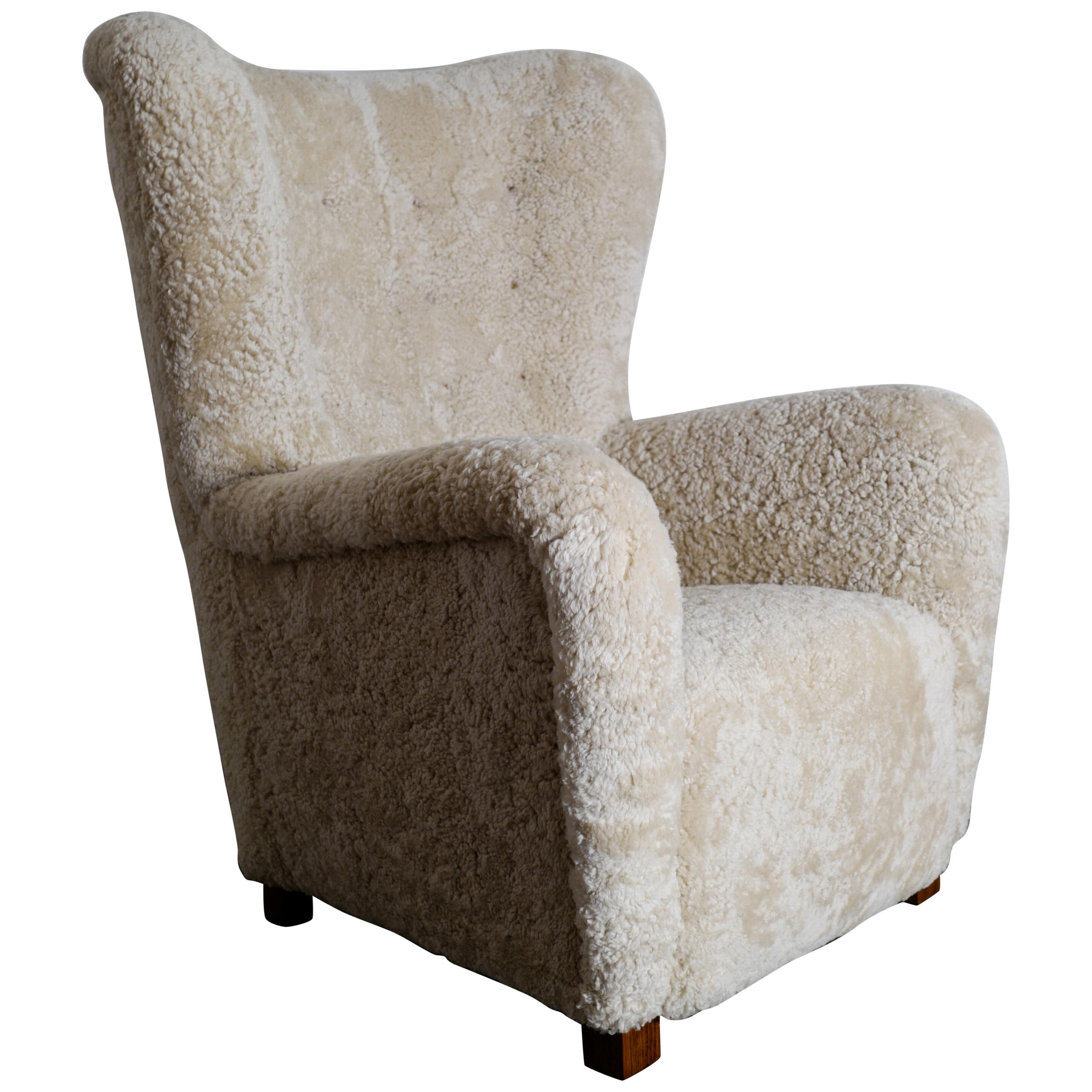 Fritz Hansen Wingback Easy Chair Model 1672 in Sheepskin and Oak, Denmark, 1940s