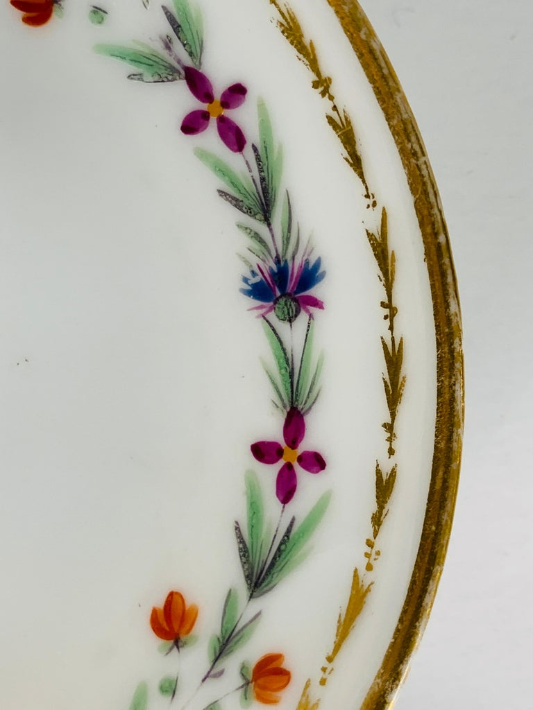 From the Collection of Mario Buatta 4 Sprig Decorated 18th C Porcelain Saucers In Good Condition For Sale In Katonah, NY