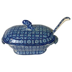 From the Collection of Mario Buatta Blue and White Small Tureen and Ladle c-1820