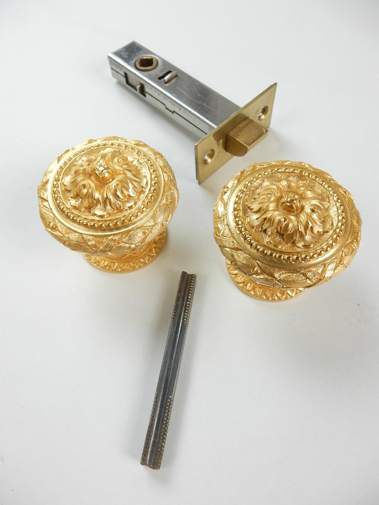 From the Sherle Wagner Collection, 2 Sided 22-Karat Door Knob Set In Good Condition For Sale In Las Vegas, NV