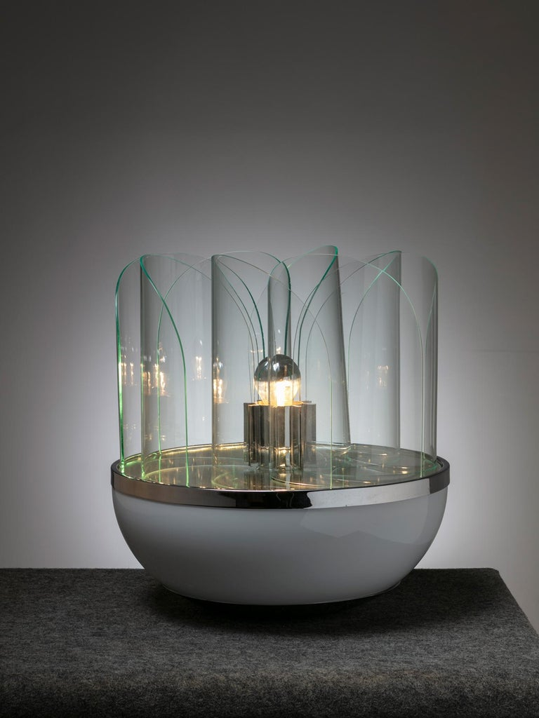 Fru Fru table lamp by Elvio Becheroni for Lamperti. Combination of opaline, mirrored and transparent glass with independent light switch for top or complete lighting.