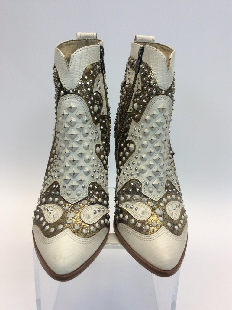 Frye White Leather Remy Studded Ankle Boots $299 Made in Vietnam Size 8.5 4.5
