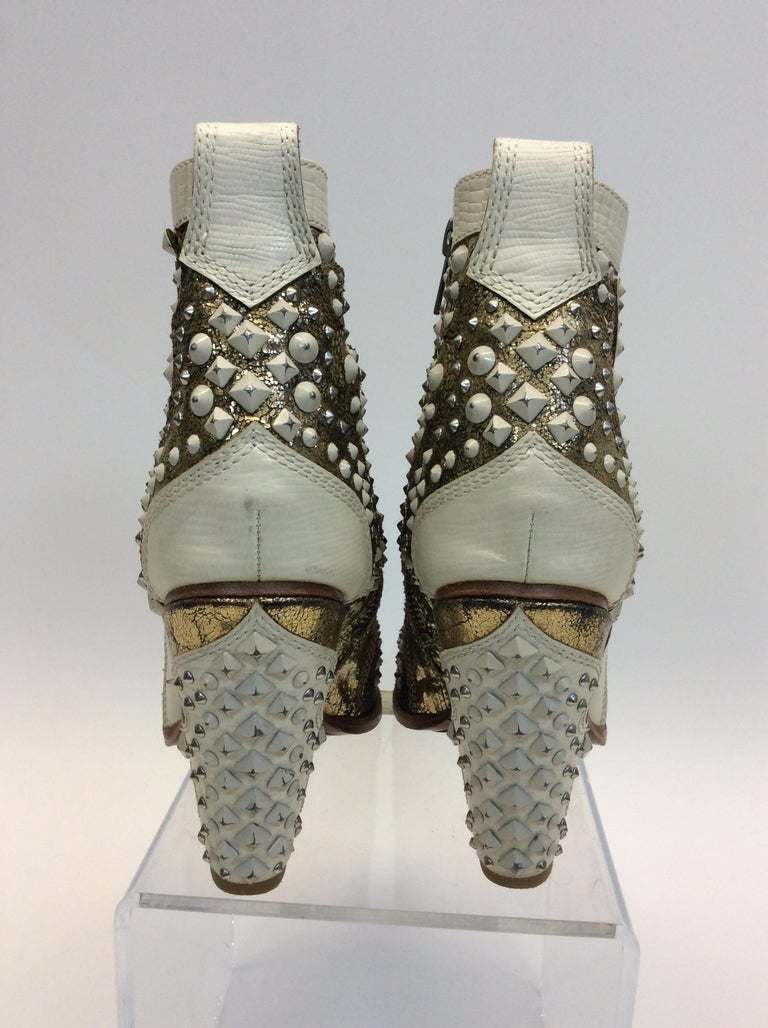 Frye White Leather Beaded Ankle Boots In New Condition For Sale In Narberth, PA