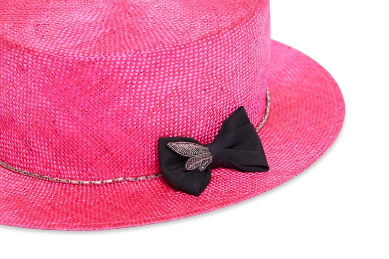 Fuchsia embellished hat NWOT In New Condition For Sale In Capri, IT