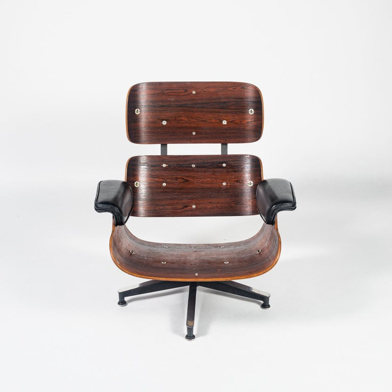 Fully Restored 1st Gen 1956 Eames Lounge Chair and Boot Glide Ottoman In Good Condition For Sale In Seattle, WA