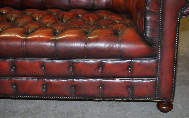 Fully Restored Hand Dyed Oxblood Leather Fully Tufted Chesterfield Buttoned Sofa For Sale 5