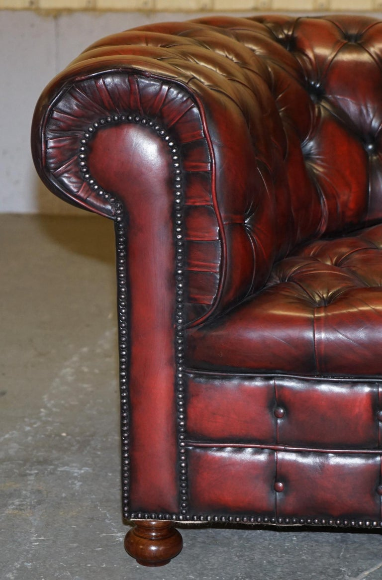 Fully Restored Hand Dyed Oxblood Leather Fully Tufted Chesterfield Buttoned Sofa For Sale 6