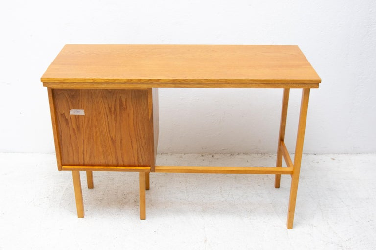 Fully Restored Mid Century Writing Desk, 1960´s, Czechoslovakia For Sale 8