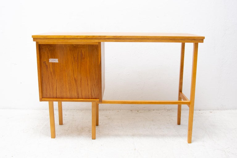 Fully Restored Mid Century Writing Desk, 1960´s, Czechoslovakia For Sale 9