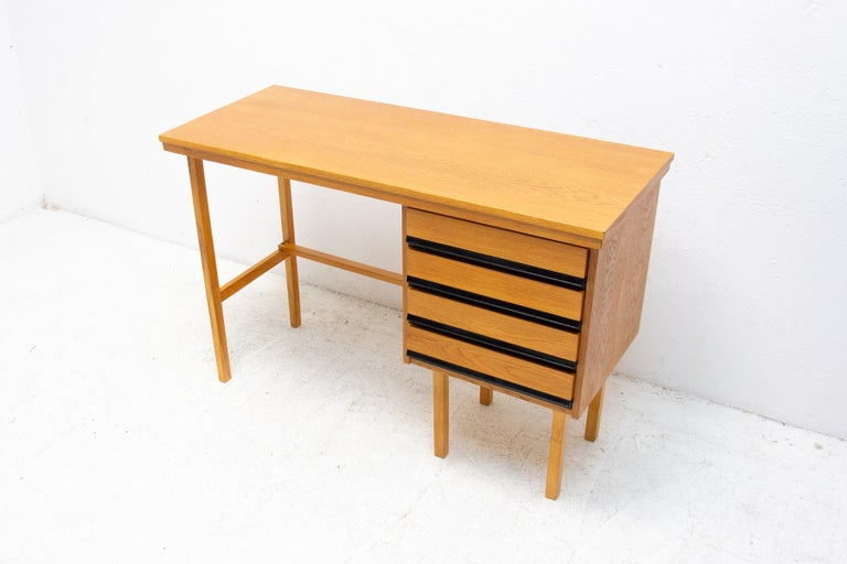Fully Restored Mid Century Writing Desk, 1960´s, Czechoslovakia In Good Condition For Sale In Prague 8, CZ
