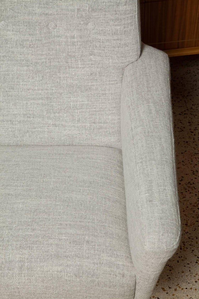 Fully Restored Pair of 1950s Italian Lounge Chairs in Belgian Linen For Sale 4