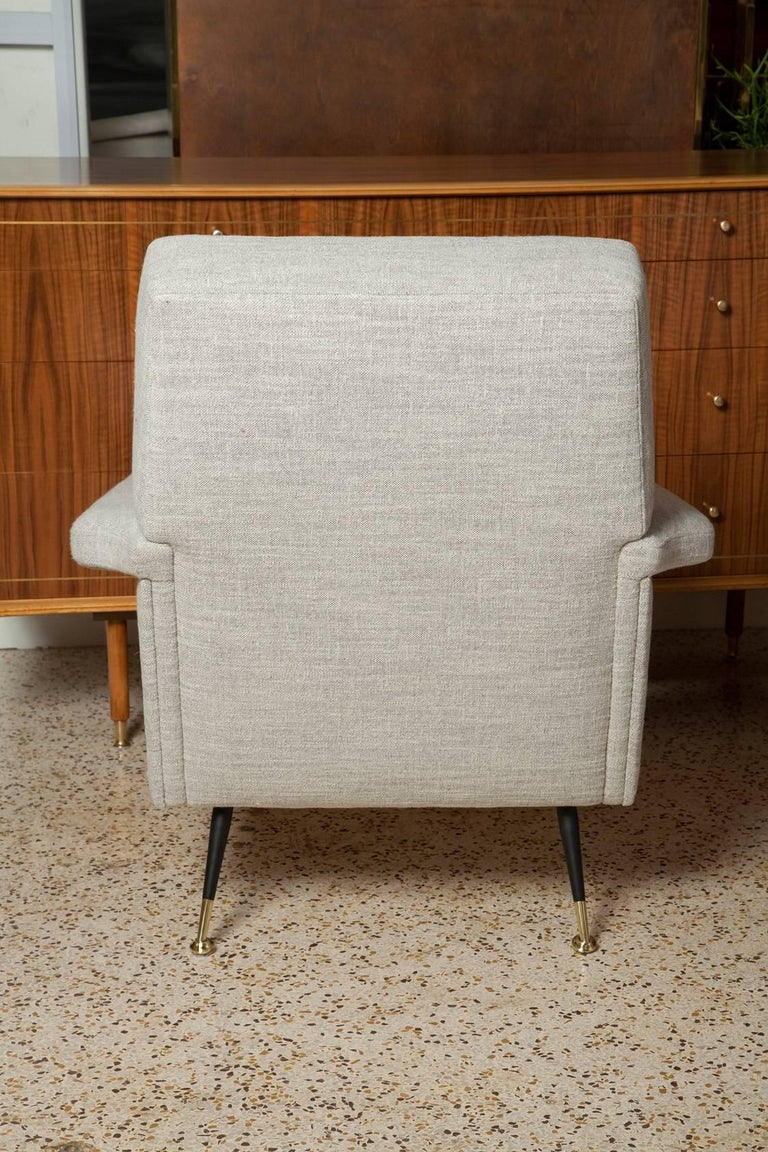 Mid-Century Modern Fully Restored Pair of 1950s Italian Lounge Chairs in Belgian Linen For Sale