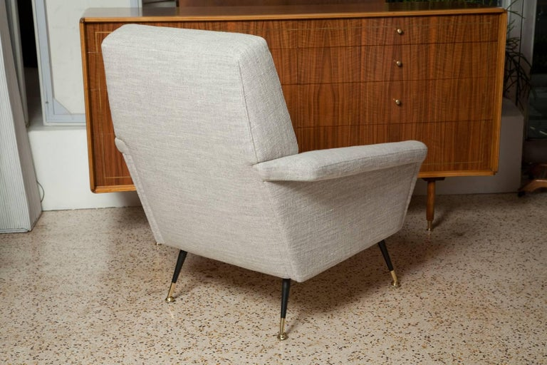 Painted Fully Restored Pair of 1950s Italian Lounge Chairs in Belgian Linen For Sale
