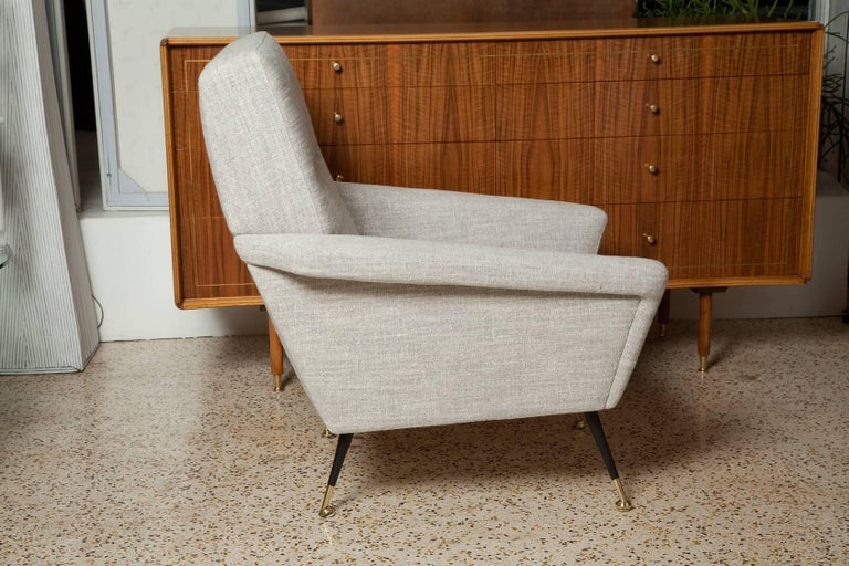 Fully Restored Pair of 1950s Italian Lounge Chairs in Belgian Linen In Excellent Condition For Sale In North Miami, FL