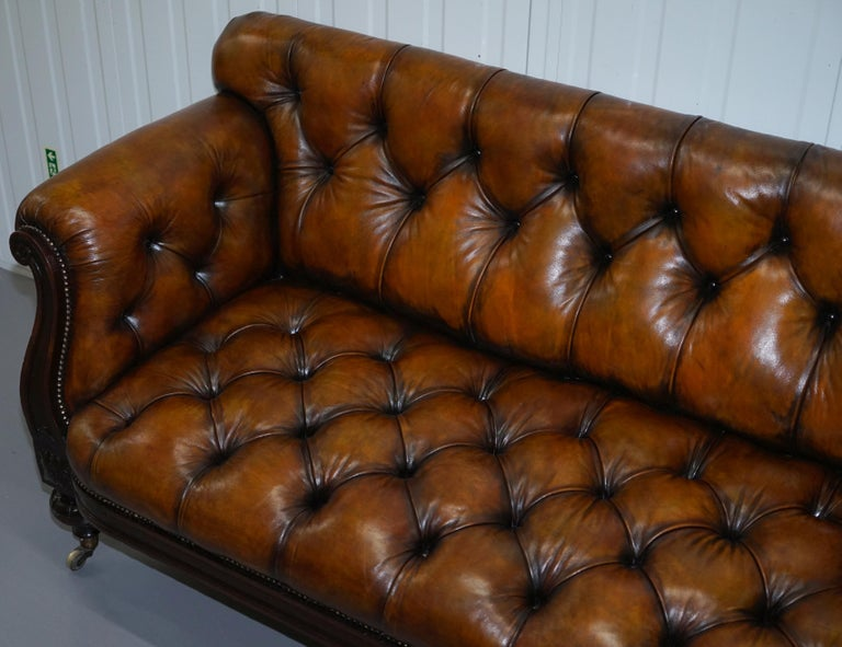 Fully Restored Show Frame Victorian Redwood Chesterfield Brown Leather Sofa In Excellent Condition For Sale In London, GB