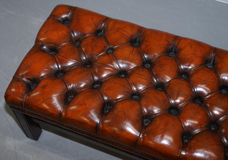 Fully Restored Vintage Chesterfield Brown Leather Hand Dyed Footstool Bench In Good Condition For Sale In London, GB