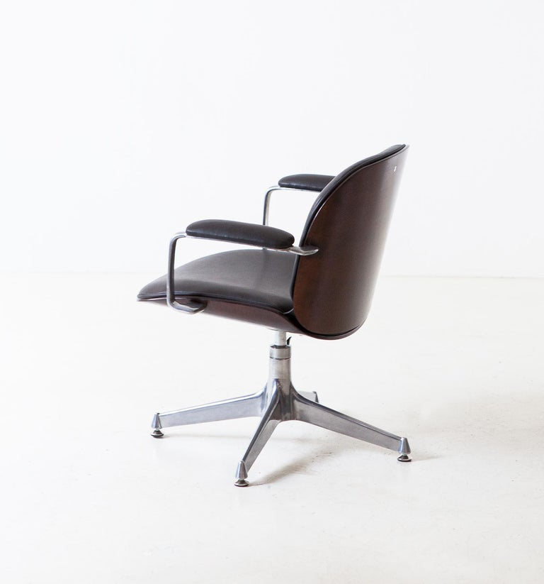 Office swivel armchair designed by Ico Parisi and produced by M.I.M. (Mobili Italiani Moderni) Roma, Italy, 1950's  New dark brown natural leather upholstery. Fully restored mahogany veneered shells, dark brown stained and finished with
