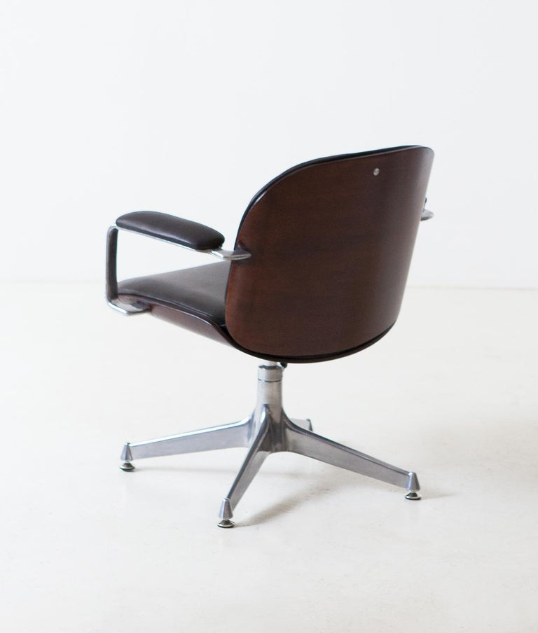 Fully Restored Leather and Mahogany Swivel Chair by Ico Parisi for MIM Roma For Sale 1