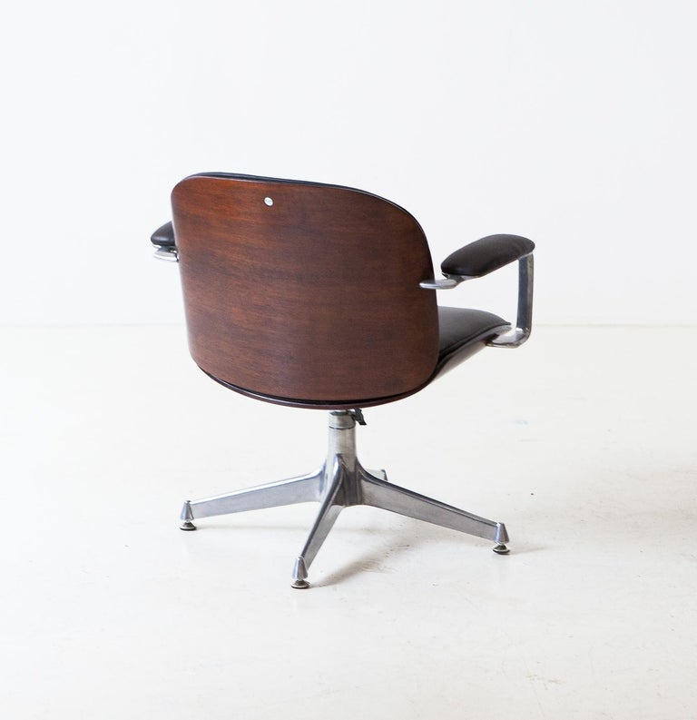 Fully Restored Leather and Mahogany Swivel Chair by Ico Parisi for MIM Roma For Sale 2