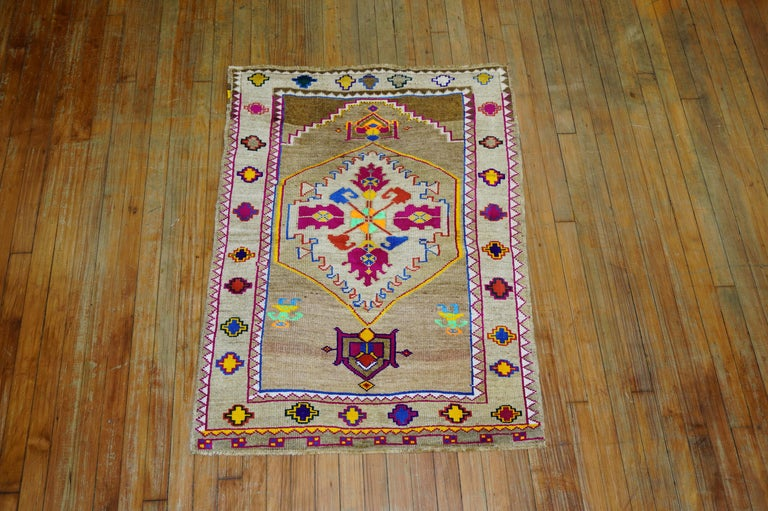 Funky Color Turkish 20th Century Wool Cotton Scatter Size Pictorial Rug For Sale 2