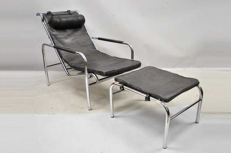 Vintage mid century Italian Modern Gabriele Mucchi for Zanotta Genni brown leather chrome lounge chair and ottoman. Item features chrome reclining frame, leather cushions, original label, quality Italian craftsmanship, sleek sculptural form. Circa
