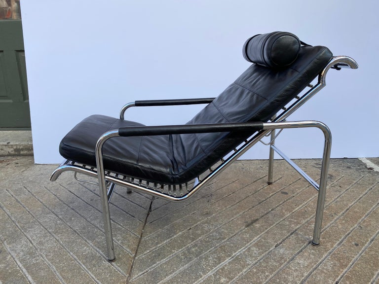 Gabriele Mucchi Genni chrome and leather 2 position lounge chair. Originally Designed in 1935 and Produced by Zanotta in the 1980's very comfortable chair that sits very well! New leather cushion. Chrome is very clean.