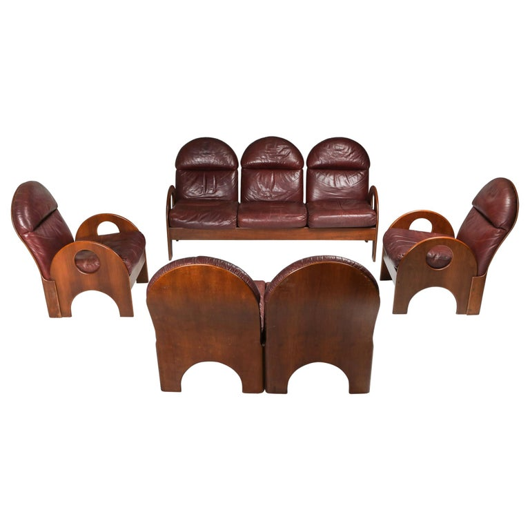 """Gae Aulenti """"Arcata"""" Living Room Set in Walnut and Burgundy Leather, 1968 For Sale"""