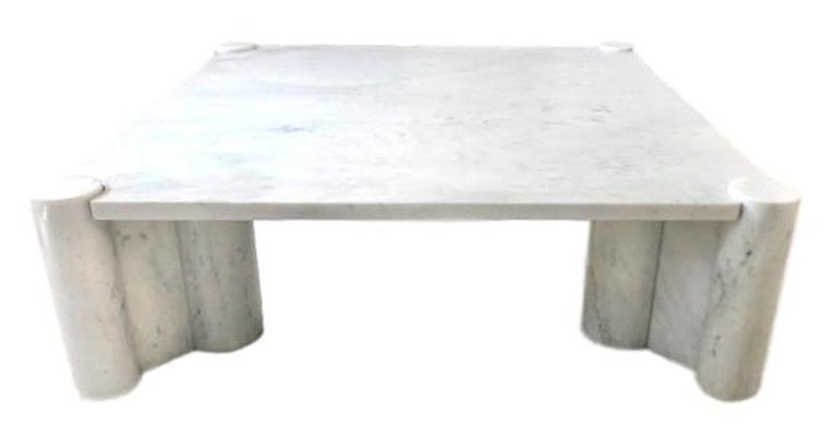 Classic marble table by Gae Aulenti in Carrara marble. Stunning design. Very few available for sale. Good vintage condition.