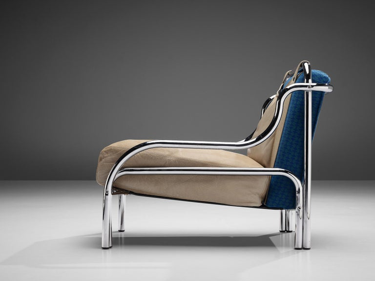 Gae Aulenti for Poltranova, lounge chair model 'Stringa', leather, chromed metal, blue fabric upholstery, Italy, 1962