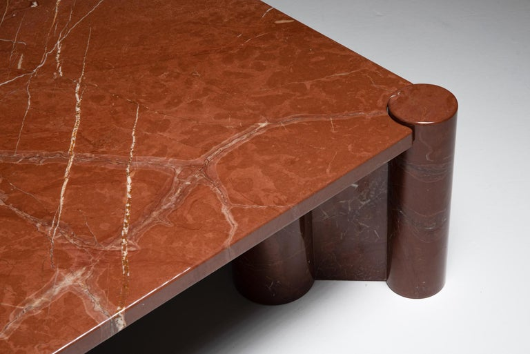 Gae Aulenti 'Jumbo' Coffee Table in Rare Rosso Collemandina Marble In Excellent Condition For Sale In Antwerp, BE