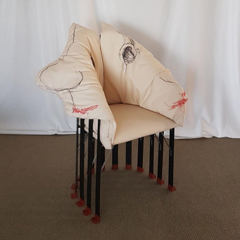 La Pagnotta armchair was designed in the 2005 by Gaetano Pesce. 