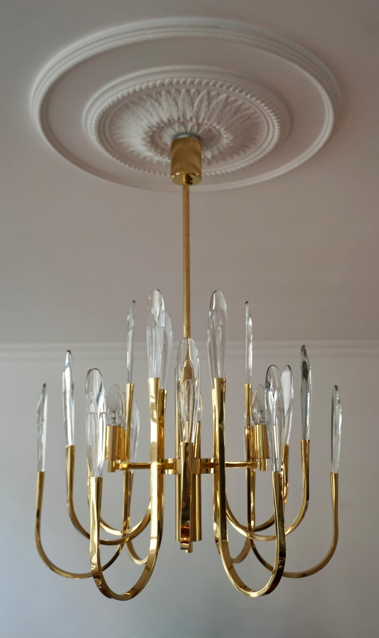 This modern elegant Italian vintage Gaetano Sciolari six-light chandelier has 24 beveled crystal prism glass pendants that attach to each arm. They do detach for shipping. It is from the 1970s. This is a beautiful chandelier from the 1970s but