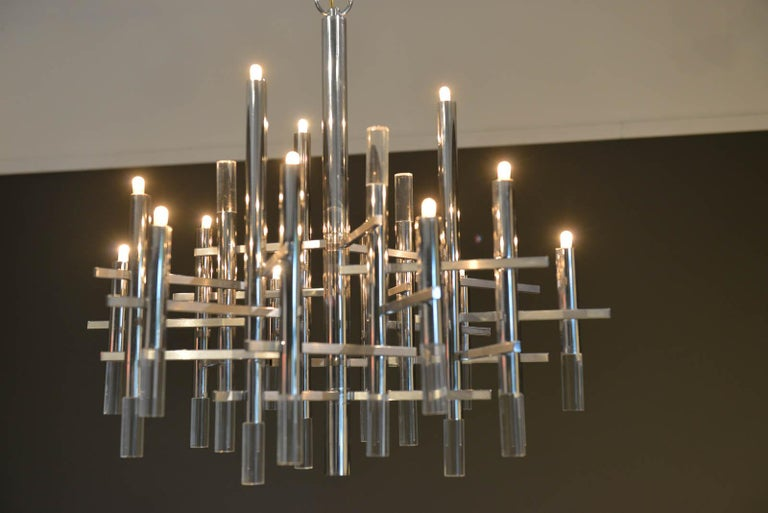 Mid-Century Modern Gaetano Sciolari Chrome and Lucite Chandelier, circa 1970 For Sale